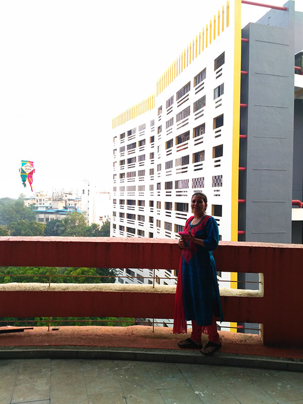 almas-in-balcony.jpg