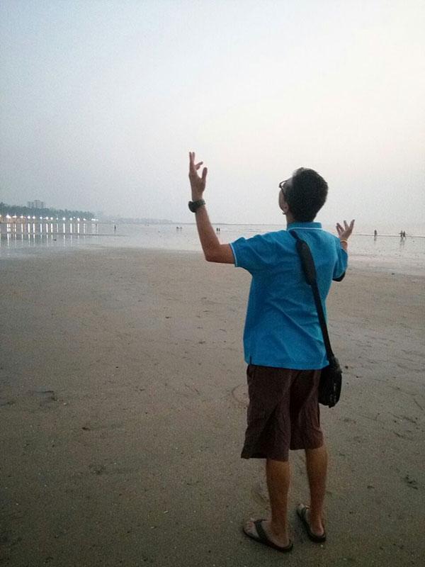 agastya-kapoor-on-juhu-beach.jpg