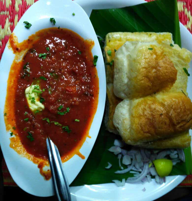 pav-bhaji-on-juhu-beach.jpg