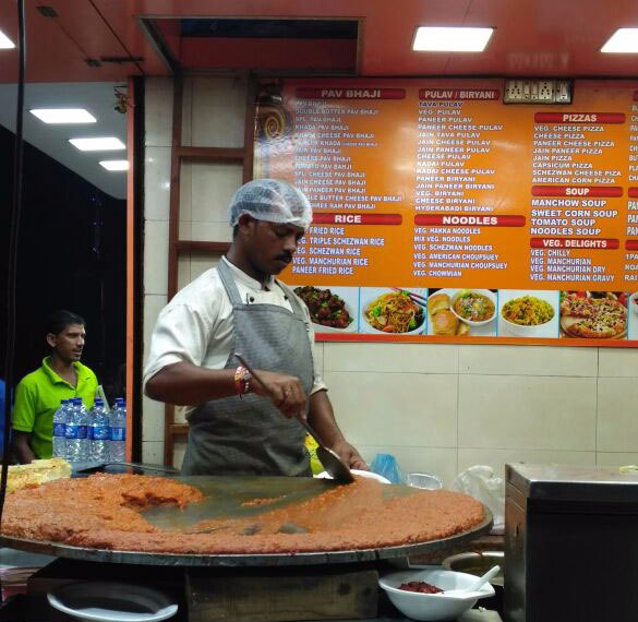 pav-bhaji-stall-on-juhu-beach.jpg