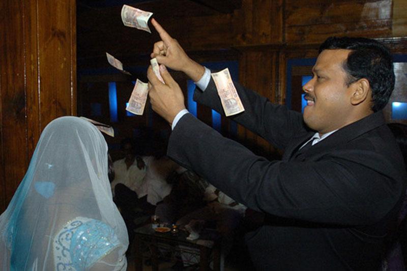 money-in-dance-bar