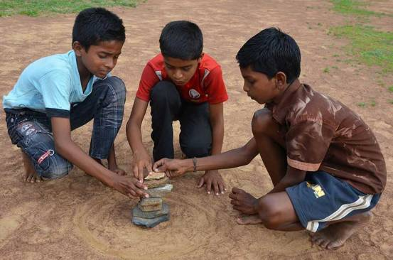 traditional-game-in-india-seven-stones-stacking